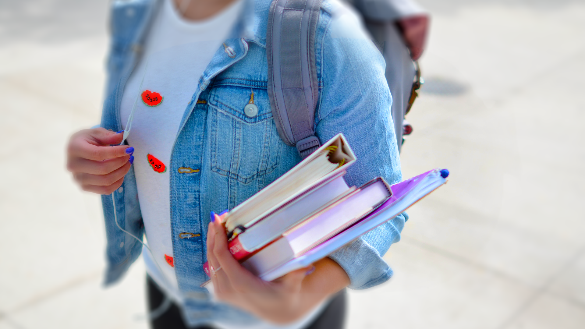 VR in education - a student holding books